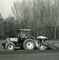 [Deutz-Fahr] trattore Agrostar 4.61 al lavoro con seminatrice