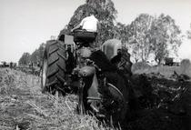 Trattorie SAME Ariete presso importatore Venezuela - Prove in campo con aratro a dischi