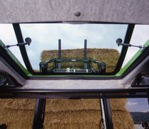[Deutz-Fahr] trattore Agrotron serie MK3 al lavoro con caricatore frontale