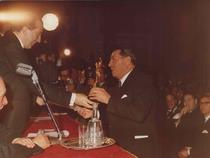 Assegnazione del Premio Mercurio d'Oro all'Ing. Francesco Cassani da parte del Ministro dell'Industria On. Giulio Andreotti