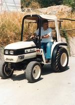 Vincenzo Muccioli (fondatore Comunita di San Patrignano) con trattore Lamborghini
