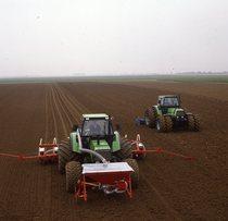 [Deutz-Fahr] DX 6.50/ DX 7.10 Einsatz = DX 6.50 /DX 7.10 al lavoro durante preparazione del terreno e semina