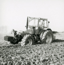 [Deutz-Fahr] trattore AgroXtra 6.07 al lavoro con aratro