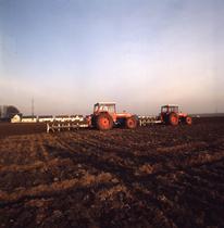 [SAME] trattori Drago, cabinati e non, al lavoro con attrezzatura varia