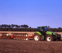 [Deutz-Fahr] trattore Agrotron 200 al lavoro con aratro