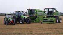 [Deutz-Fahr] mietitrebbia TopLiner, trattore Agrotron con rotopressa e trattore Agroplus 85 con pala caricatrice