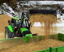 [Deutz-Fahr] trattori serie Agrotron al lavoro con forca e benna