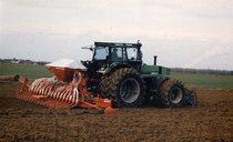 [Deutz-Fahr] trattore DX 6.50 al lavoro con erpice e seminatrice