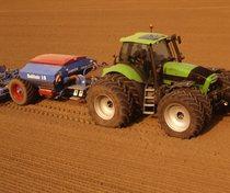 [Deutz-Fahr] trattore Agrotron 265 con seminatrice
