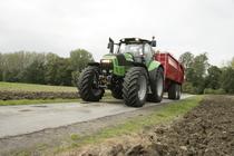 [Deutz-Fahr] trattore Agrotron X 720 su strada con rimorchio
