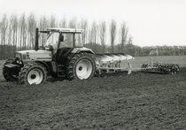 [Deutz-Fahr] trattore Agrostar 6.11 al lavoro con erpice e aratro