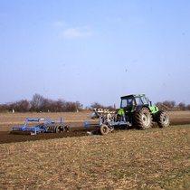 [Deutz-Fahr] DX 7.10 Einsatzaufnahmen = DX 7.10 al lavoro durante la preparazione del terreno