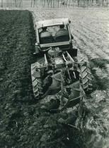 Samecar agricolo in aratura
