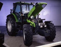 [Deutz-Fahr] trattore Agrotron 150 in studio fotografico