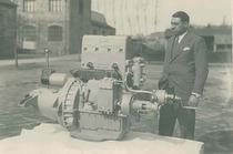 Ing. Cassani col prototipo del primo motore diesel ItalMotor (Este)