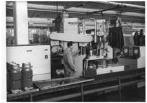 Stabilimento Same - Interno reparto officina, linea fabbricazione cilindri, macchina lucidatrice interno cilindri