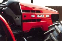 Particolari del cofano del trattore SAME Silver 80