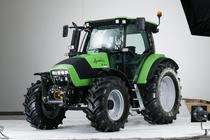 [Deutz-Fahr] trattore Agrotron K 100 in studio fotografico e particolari