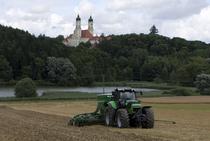 [Deutz-Fahr] trattore Agrotron X al lavoro con seminatrice