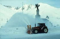 [SAME] trattore Laser 150 al lavoro con attrezzatura per la neve al Passo del Tonale