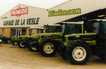 Vari trattori Hürlimann in esposizione