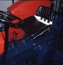 [SAME] trattore Minitauro e particolare della seduta