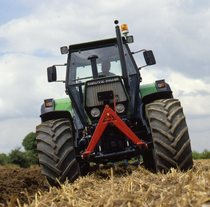 [Deutz-Fahr] trattore DX 6.50 al lavoro con aratro