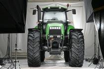 [Deutz-Fahr] trattore Agrotron X 720 in studio fotografico