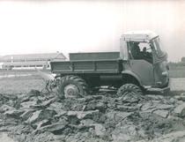 Samecar Agricolo al lavoro con aratro