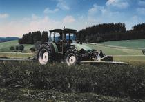 [Deutz-Fahr] trattore Agroplus 100 al lavoro con barre falcianti