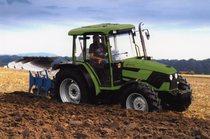 [Deutz-Fahr] trattore Agroplus 70 al lavoro con aratro