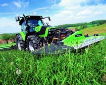 [Deutz-Fahr] trattori serie Agrotron al lavoro con andanatore e barre falcianti