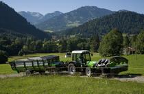 [Deutz-Fahr] trattore Agroplus con rimorchio caricafieno TL 28 e falciatrice KM 4.27 F