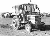 Trattore SAME Taurus 60 Export in aratura in Nuova Zelanda