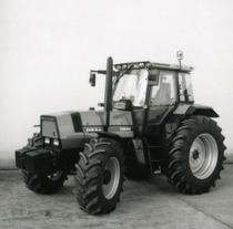 [Deutz-Fahr] trattore Agrostar 6.61 in studio fotografico e dettagli cabina