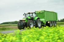 [Deutz-Fahr] trattore Agrotron X 720 al lavoro con rimorchio su strada