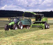 [Deutz-Fahr] trattore Agrotron 150 al lavoro con rimorchio e trincia Gigant 400