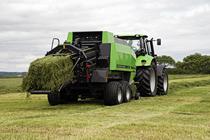 [Deutz-Fahr] trattore Agrotron 180.7 al lavoro con pressa quadrata