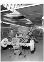 Stabilimento Same - Montaggio trattori - particolare della verniciatura