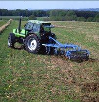 [Deutz-Fahr] trattore DX 6.30 preparazione del terreno con erpice