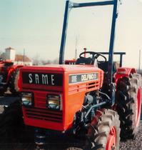 Visione frontale del trattore SAME Delfino 35