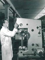 Stabilimento Same - Tecnico al lavoro nel reparto controllo materiale