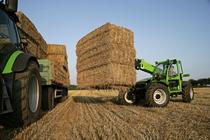 [Deutz-Fahr] Agrovector al lavoro con attrezzatura agricola