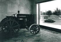 La trattrice Cassani 40 Hp esposta nella hall della palazzina generale