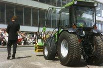 Presentazione dei trattori Deutz-Fahr durante una fiera a Berlino
