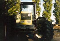 Visione frontale del trattore Hürlimann H-6190 Master