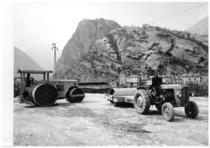 Trattore SAME 250 con rullo durante i lavori dell'Autostrada della Valle d'Aosta