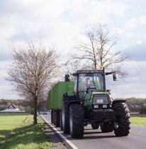 [Deutz-Fahr] trattori Agrostar 6.61 al lavoro con rimorchio