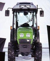 [Deutz-Fahr] trattore Agrocompact in studio fotografico