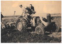 [SAME] trattore DA 30 durante aratura